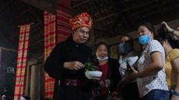 """Plongée culturelle dans la cérémonie """"Mát nhà"""" des Muong"""