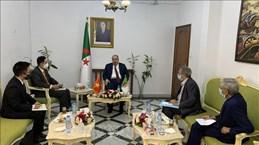Renforcement de la coopération entre le PCV et le FLN, parti au pouvoir en Algérie
