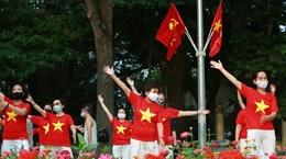 Des étrangers rejoignent les Vietnamiens dans la lutte contre le Covid-19