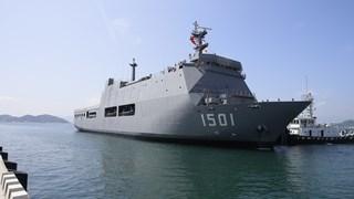 Un navire de la Marine birmane au port de Cam Ranh