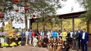 La culture traditionnelle vietnamienne impressionn des amis internationaux en R. tchèque