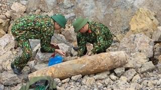 Quang Binh : neutralisation réussie d'une bombe de 200 kg trouvée dans une zone résidentielle