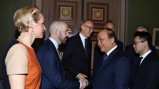 Le PM Nguyen Xuan Phuc rencontre des responsables de groupes économiques suédois