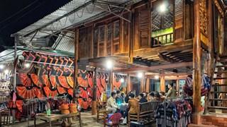 Village de Lac (Mai Châu, province de Hoà Binh): le tourisme  rebondit
