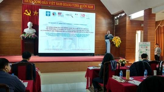 Conférence sur les déchets et le recyclage à Hanoï