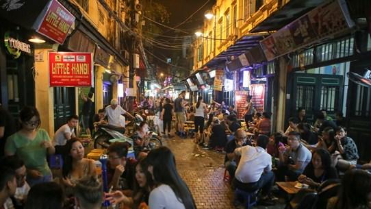 Les activités commerciales nocturnes s'épanouissent au Vietnam