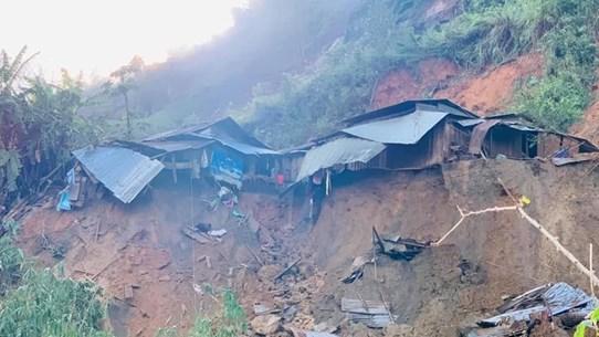 La scène d'un autre glissement de terrain dans le district de Phuoc Loc, province de Quang Nam