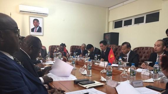 Le Vietnam intensifie sa coopération avec l'Angola et la Namibie