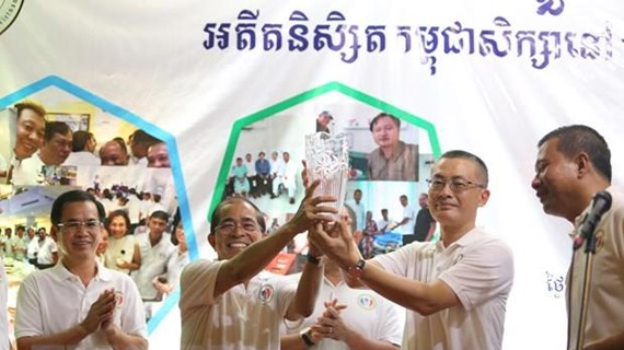 Rencontre entre d'anciens étudiants cambodgiens ayant étudié au Vietnam