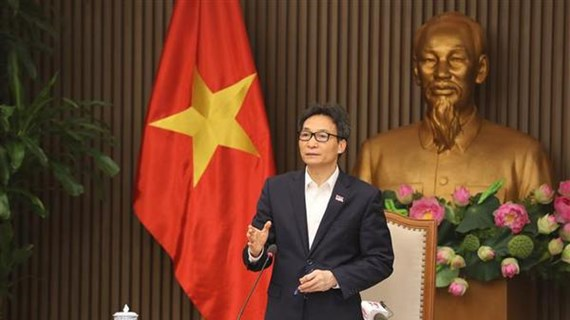 Le vice-PM Vu Duc Dam appelle à des mesures rapides et énergiques pour contrôler l'épidémie