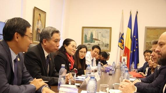 Une délégation de haut niveau du Conseil populaire de Ho Chi Minh-Ville en Roumanie