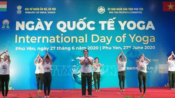 La Journée internationale du yoga organisée à Phu Yen