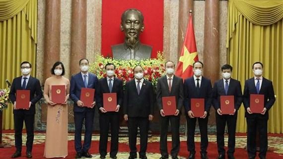 Le président Nguyen Xuan Phuc assigne des tâches à huit nouveaux ambassadeurs