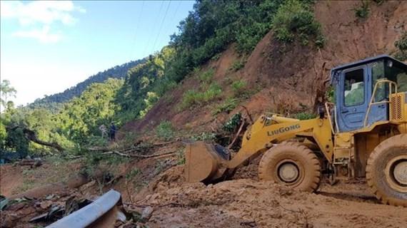 11 corps retrouvés, 42 portés disparus lors des affaissements de terrain à Quang Nam