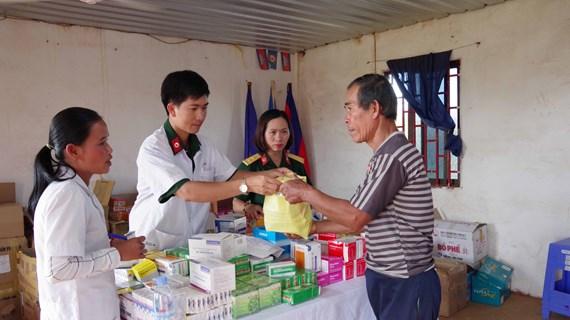 Renforcement de la solidarité entre les forces armées de Dak Nong et la population cambodgienne
