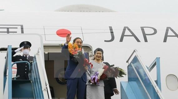 Le PM japonais Suga Yoshihide termine sa visite officielle au Vietnam