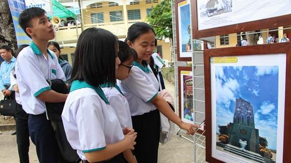 Exposition « Hoang Sa, Truong Sa du Vietnam - Preuves historiques et juridiques » à Hau Giang