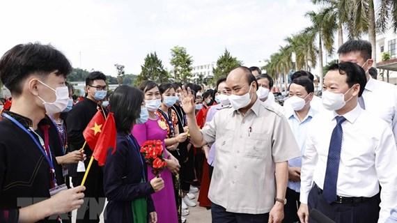 Nguyen Xuan Phuc assiste à une cérémonie d'ouverture de la nouvelle année scolaire à Yen Bai
