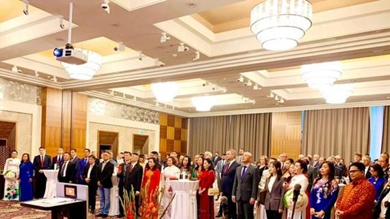Les relations d'amitié traditionnelle Vietnam-Slovaquie se développent heureusement