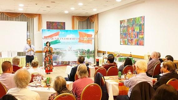 Programme d'échange pour renforcer l'amitié traditionnelle entre le Vietnam et la Hongrie