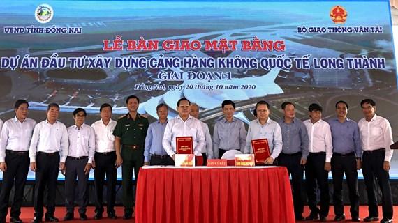 Dong Nai livre le chantier pour la construction de l'aéroport de Long Thanh