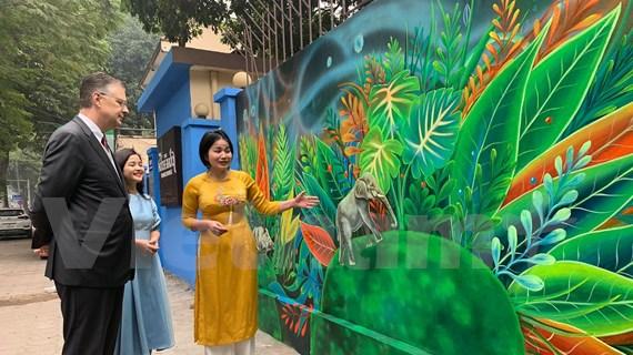 """Inauguration de la fresque murale """"Environnement propre - Planète verte"""" à Hanoï"""