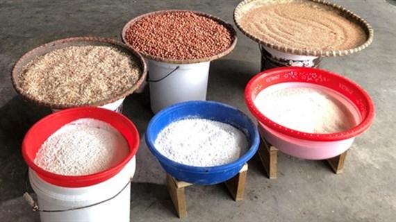 Les galettes de riz grillées, fierté des habitants de Hà Nam