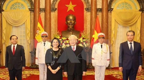 Le dirigeant Nguyen Phu Trong reçoit de nouveaux ambassadeurs étrangers