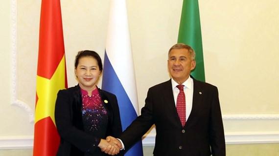 Entrevue entre la présidente de l'AN vietnamienne et le président du Tatarstan