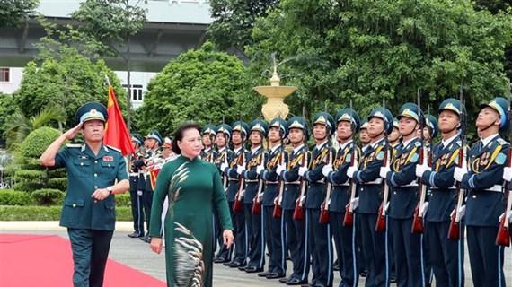 La présidente de l'AN travaille avec l'armée de l'air et de la défense anti-aérienne