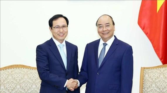Le Premier ministre Nguyen Xuan Phuc reçoit le directeur général de Samsung Vietnam