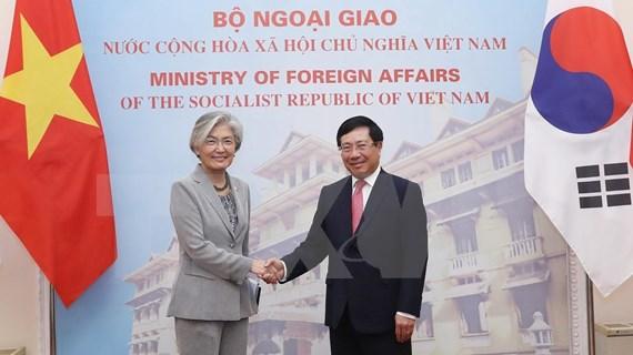Entretien entre le vice-PM et ministre vietnamien  des AE et la ministre sud-coréenne des AE