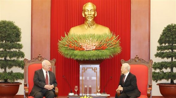Le SG du Parti et président vietnamien reçoit l'ambassadeur russe