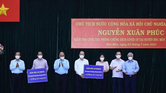 COVID-19 : le président Nguyen Xuan Phuc se rend à Ho Chi Minh-Ville