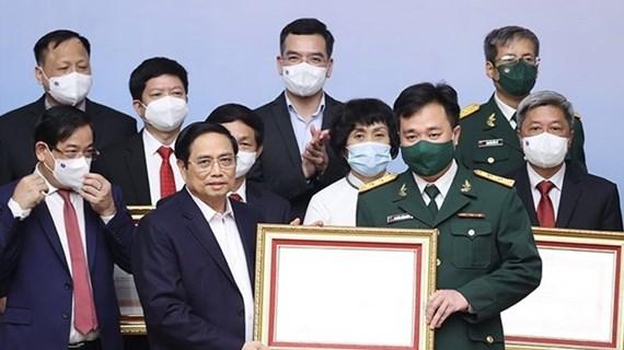 Le PM salue le personnel de santé en première ligne dans la lutte anti-Covid-19