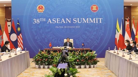 Le PM participe à une série d'événements dans le cadre des 38e et 39e Sommets de l'ASEAN