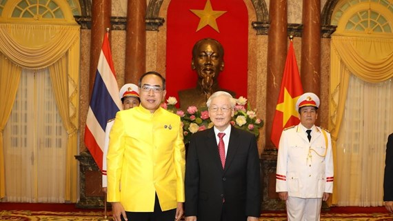 Le président Nguyen Phu Trong reçoit les ambassadeurs de différents pays