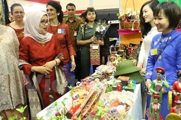 Le Vietnam participe a la foire de charite Bazaar en Indonesie hinh anh 1