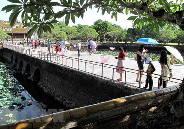 Thua Thien-Hue attire 4,55 millions de visiteurs en onze mois hinh anh 1