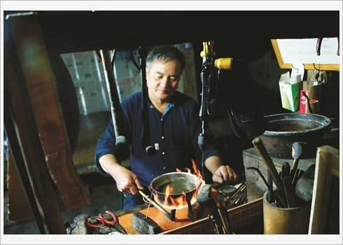 Les artisans-argentiers de Ha Giang hinh anh 2