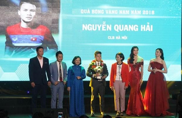 Football : Nguyen Quang Hai remporte le Ballon d'Or du Vietnam 2018 hinh anh 1