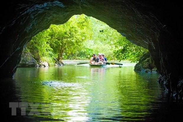 Pour faire du tourisme un secteur economique de pointe hinh anh 1