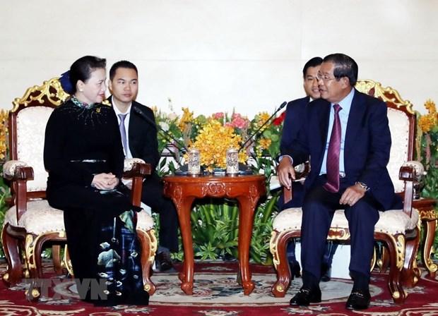 Entrevue entre la presidente de l'AN Nguyen Thi Kim Ngan et le Premier ministre cambodgien hinh anh 1