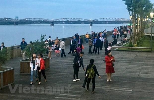 Inauguration d'un pont pietonnier le long de la riviere Huong a Hue hinh anh 1