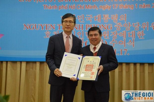 Un dirigeant de Ho Chi Minh-Ville recoit l'Ordre du Merite culturel sud-coreen hinh anh 1