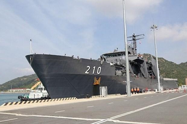 Un navire de la Marine singapourienne au port de Cam Ranh hinh anh 1