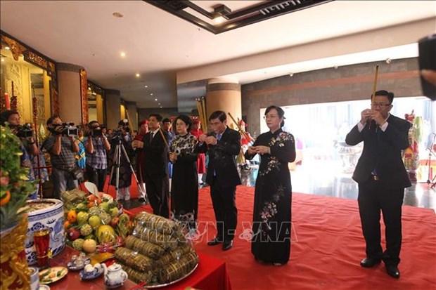 HCM-Ville : hommages aux rois Hung et aux heros morts pour la Patrie hinh anh 1