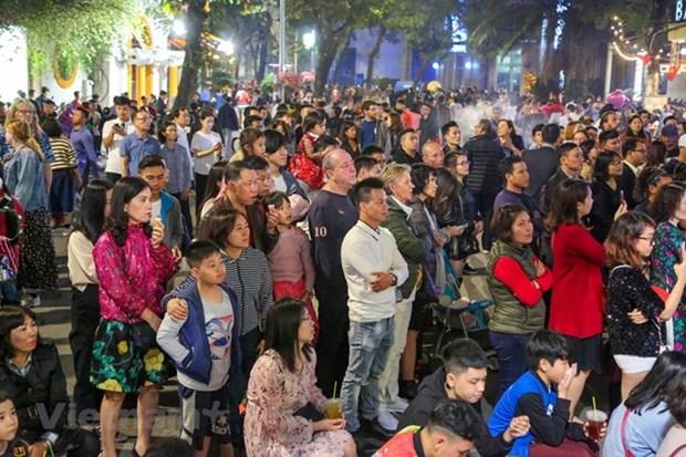 Hanoi attire 515 000 visiteurs pendant le Tet du Cochon hinh anh 1