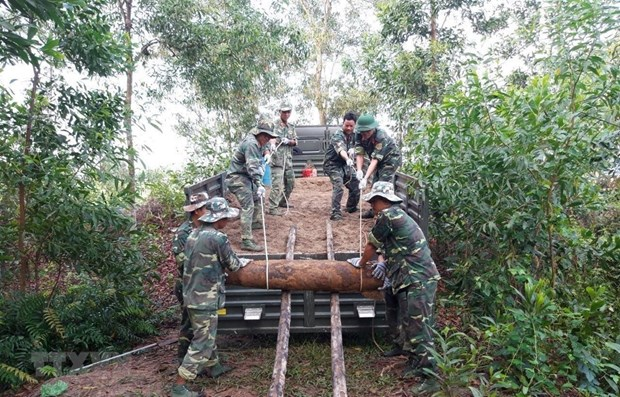 Deminage de 25 obus datant de la guerre a Quang Tri hinh anh 1