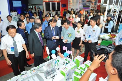 Des expositions internationales sur les technologies electriques et l'energie en juillet hinh anh 1